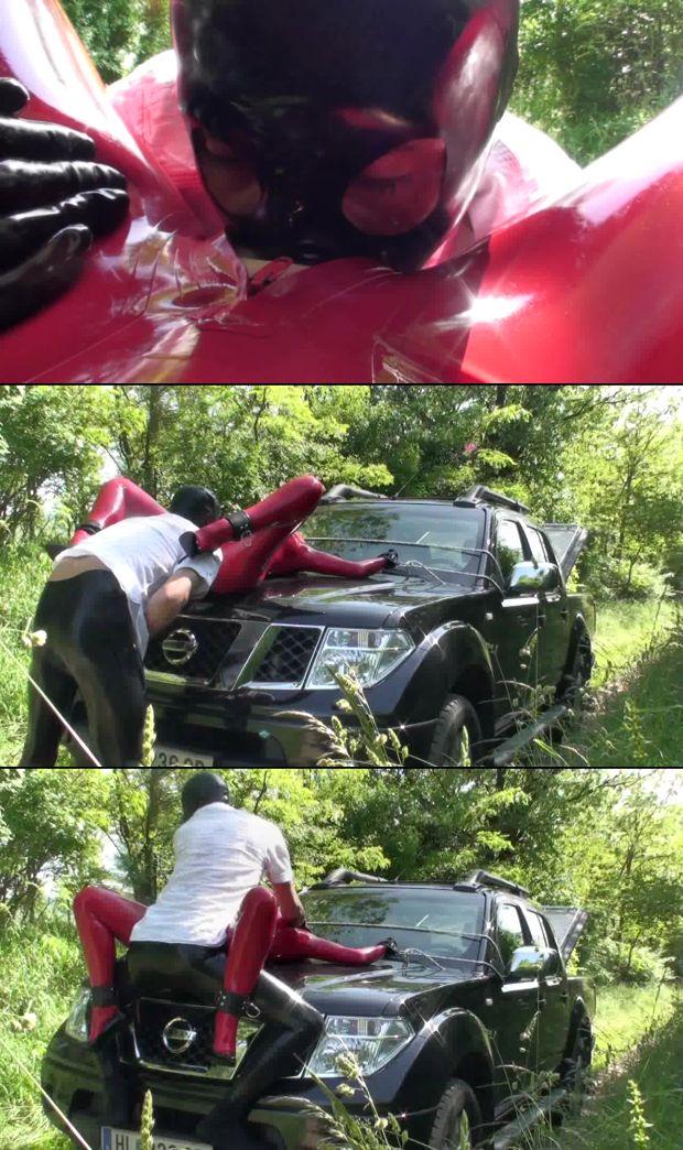 latex-sex-in-the-car