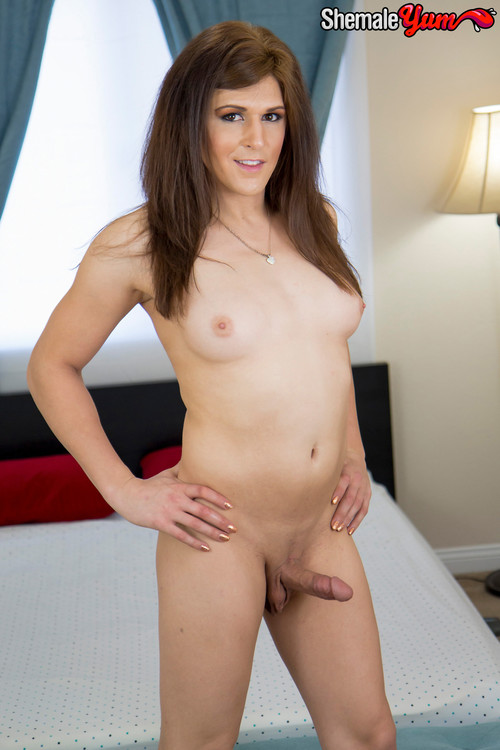 Bailey Love - Hot Dildo Play! [HD 720p] (ShemaleYum)